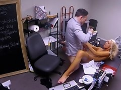 Sexy blonde wants to make her boss super horny with her body