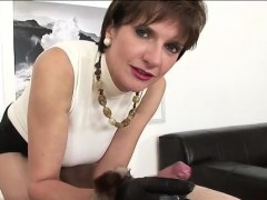 Mature british milf gets gloved cumshot