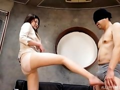 Kinky Japanese babe Torii Miki sucks a blindfolded mans cock