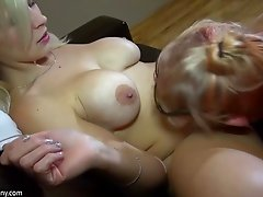 Mature lesbian pornstar masturbates with a toy after getting her pussy licked
