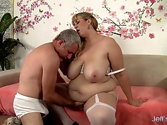 Fat Slut Amazon Darjeeling Sits on His Face as He Eats Her Out