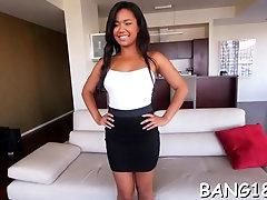 Prurient brunette Loni Legend enjoys oral action
