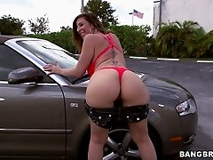 Big-assed milf Sara Jay lets a guy fuck her from behind outdoors