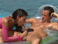Sexy babe Jasmine Summers knows that sex in the pool can be nice