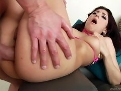 all natural brunette nikki knightly taking it in her generous butt