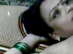 BBW Indian MILF Shows Her Curvaceous Body in a Hot Amateur Clip