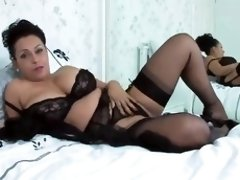 Mature woman is posing and masturbating a bit