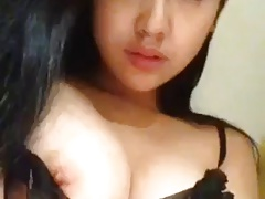 Asian beuty Sexy Show boobs