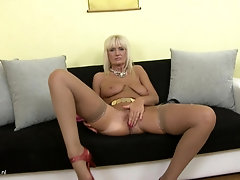Mature hottie Roxanna C moans while she twists her nipples